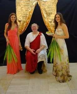 Na Filozofické fakultě chystají ples v antickém stylu. Foto: Facebook/Nadační fond studentů FF MU