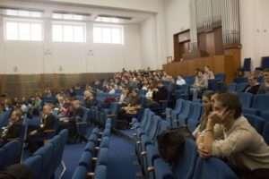 Zájem ze strany studentů i pedagogů práv byl veliký. Ukázali, že jim budoucnost jejich fakulty není lhostejná. Foto: Filip Opálka/LeMUr.mu
