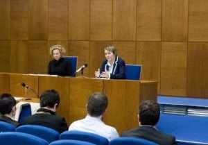 Zasedání Akademického senátu se natáhlo až na čtyři hodiny plné výměn názorů a diskuzí. Foto: Filip Opálka/LeMUr.mu